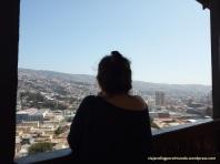 Mujer mirando al sudeste, Valparaíso