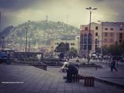 El Panecillo de fondo, Quito.