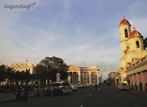 La plaza principal de Cienfuegos.