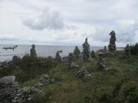 Las torres de piedras en la playa Ohessaare
