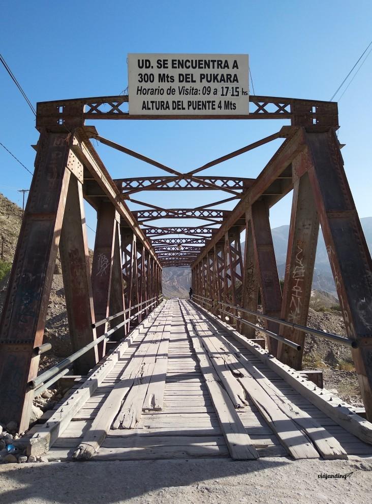 El puente del cruce hacia/desde el Pucará